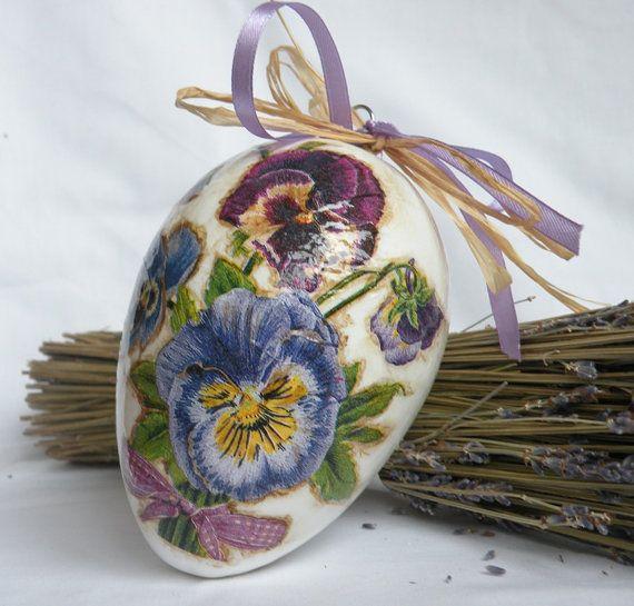 Decorated egg Decoupage egg Floral décor Home décor Violet flowers Purple flowers Hanging decor