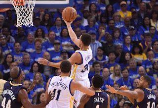 Blog Esportivo do Suíço:  Com anel de campeão e mão quente, Stephen Curry destrói os Pelicans