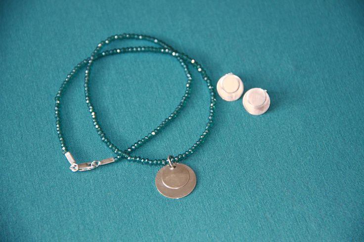 Håndlavede sølvsmykker. Halskæde i glasperler og sølvvedhæng + øreringe i sølv. Fra serien Life.