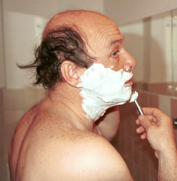 Zmysłowa fotka prezesa przy goleniu...