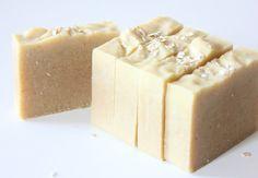 Savon saponifié à froid lait d'amande, miel & flocons d'avoine - Bioté Naturelle