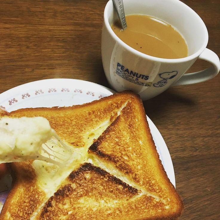 チーズ好きの朝ごはんにぴったりなのが、「チーズフォンデュトースト」。レシピはとっても簡単なのに、朝からとろ〜りチーズをたっぷり味わう贅沢ができちゃいますよ。アレンジレシピもありますので、ぜひお好みのものを試してみてくださいね。