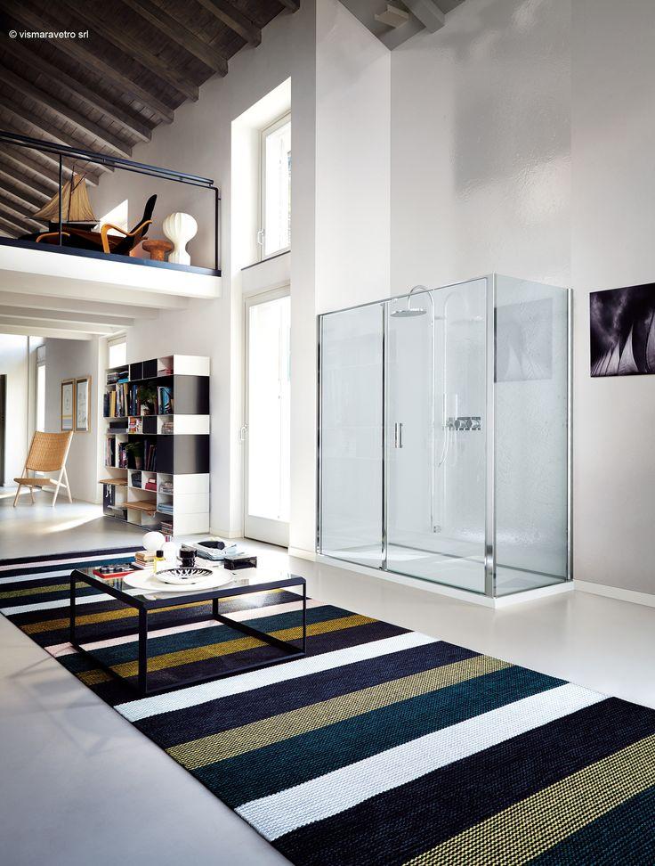 Modern shower enclosure. MInimal structure. Linea is a @vismaravetro product.