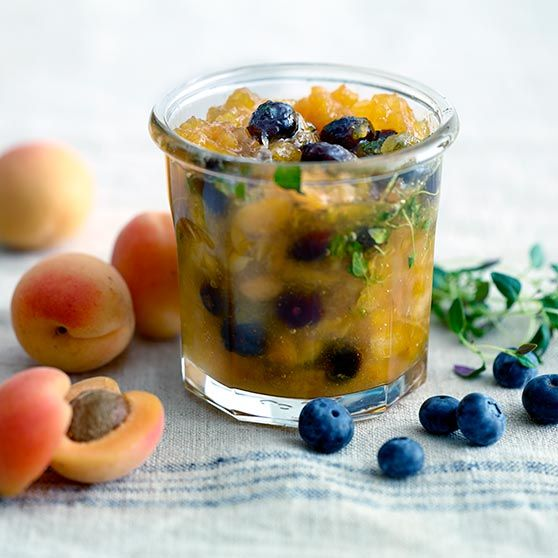 Abrikosmarmelade med blåbær & timian