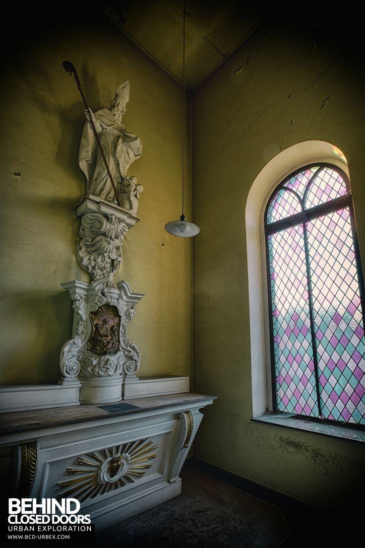 Holy Nurse -  Statue in side chapel