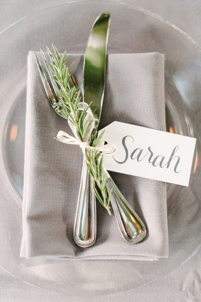 Pretty place setting: http://www.stylemepretty.com/living/2015/03/27/surprise-30th-birthday-dinner-on-a-vineyard/ | Photography: Melanie Duerkopp - http://melanieduerkopp.com/