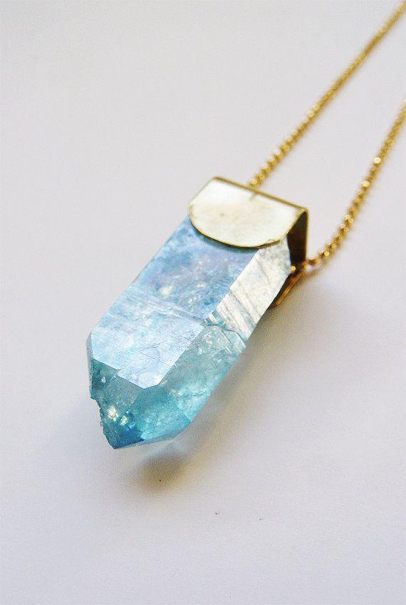 Aqua Aura Crystal Point Gold Necklace OOAK van friedasophie op Etsy
