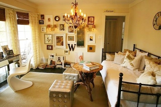 """""""designer obviously has created a guest room/office from a small bedroom---smart idea and it is very feminine!"""""""