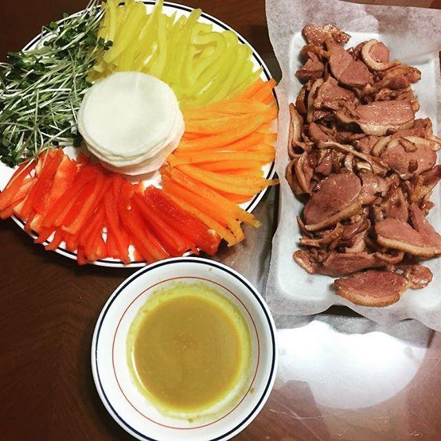一昨日の夕ごはん、スモークアヒルの野菜巻き。  #韓国 #グルメ #韓国料理 #肉 #スモーク #アヒル肉 #野菜 #巻き
