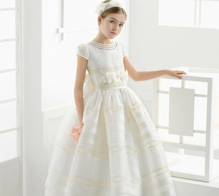 chignon petite fille avec un bandeau de tête, robe très élégante, look communion exceptionnel