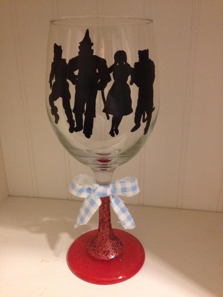 wizard of oz wine glass hand painted wine glasses and bottles painted pinterest dr oz. Black Bedroom Furniture Sets. Home Design Ideas