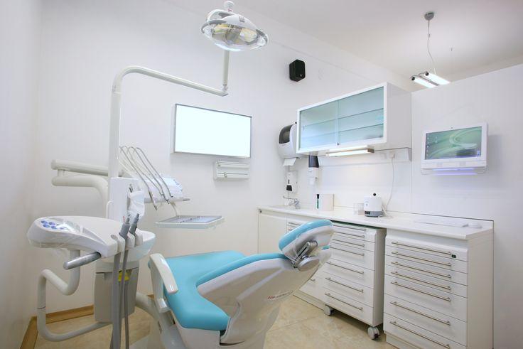 Studio Dentistico Cozzolino: la sala dedicata alle operazioni.