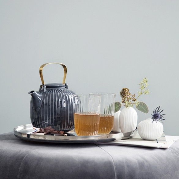 The beautiful Hammershøi teapots are designed with a delicate, brass-coated handle, which lends the familiar, well-loved Hammershøi design an exclusive touch.