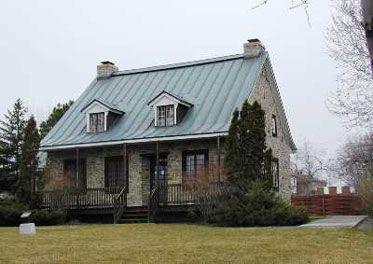 La maison Hyacinthe-Jamme-dit-Carrière, communément appelée Maison canadienne-française, fut construite à Pointe-Claire vers 1780 et classée bien culturel le 12 août 1964. Cette maison est l'un des rares immeubles du XVIIIe siècle sur la pointe ouest de l'île de Montréal.