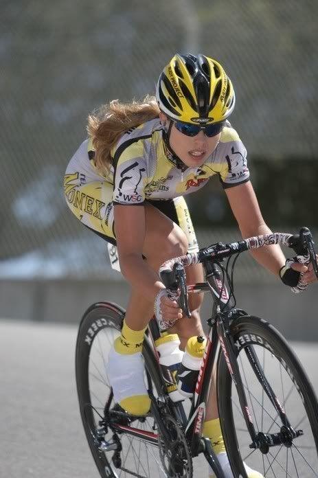 Chicks And Bikes Poder Al Pedal Ella Bici