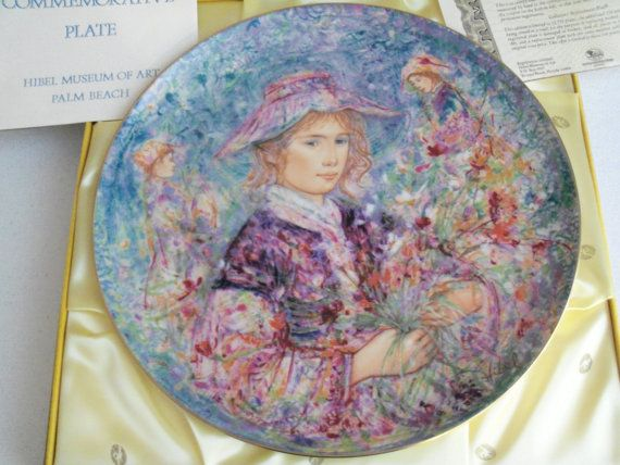 Up for sale is this 1977 Vintage Flower Girl Of Provence By Edna Hibel Commemorative Collector Plate measuring 13 Wide. Number 58 made by Hutschenreuther in Germany. It is in great condition and housed in its original box and comes with the original registration certificate that is missing the bottom half where you register the plate. Please note the box shows some minor wear. Shipping Excludes: Alaska/Hawaii, US Protectorates, APO/FPO, PO Box Shipping Provided to the United States Only