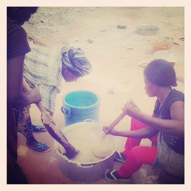 Acabei de vir de uma reunião familiar da casa dos meus #Pais, No #Palanca, E tirei essa foto das minhas #TIAS ! Grande #FUNJADA, #Gastronomia #puramente #Afrikana (em Luanda | São Paulo Da Assunção De...