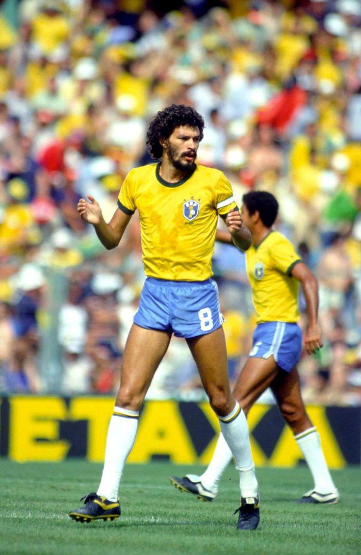 Sócrates em jogo da Copa do Mundo da Espanha em 1982.