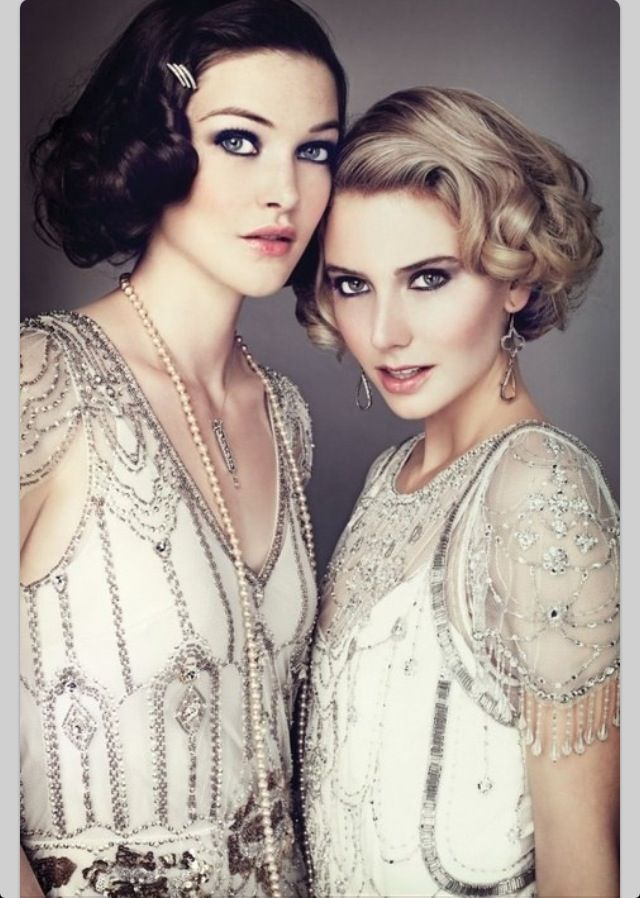 Love flapper makeup, whats more theatrical then a beautiful winged liner and rouged lips! What do you think Linda?