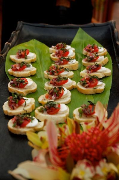 hors d'oeuvres: Wedding Food, Easy Wedding Finger Foods, Wedding Ideas, Finger Food Appetizers, Paradise Catering, Finger Food Bruschetta, Appetizers Dips, Food Drinks