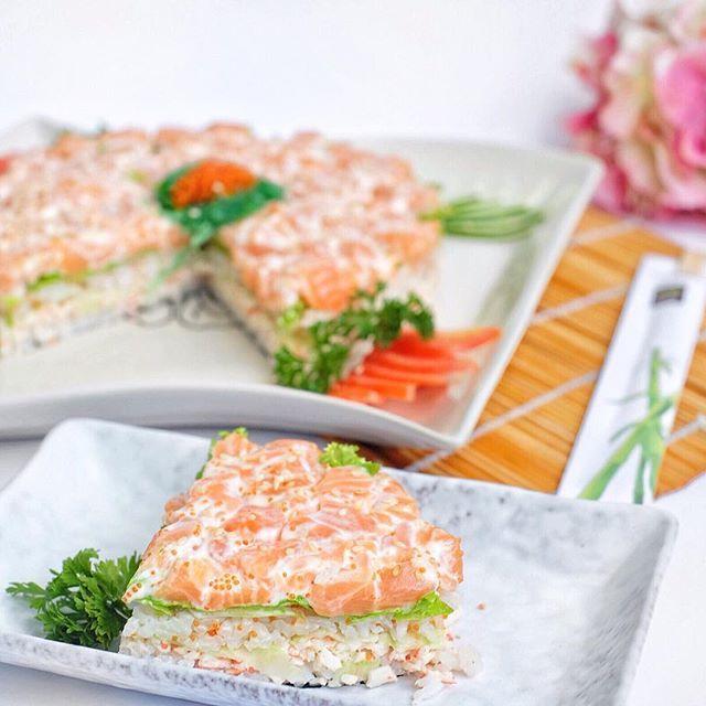 Sushi tart ! For you sushi lovers! Consist of sushi tobikko rice, cucumber, nori, avocado, cucumber topped with fresh salmon sashimi and mayo. Diameter 14cm. #sushitart #sushicake #kueunik #happybirthday #sushibirthday #sushilovers #birthdaycake #fusionsushi #sushienak #sushiroll #salmonsashimi #moriexpress #antimainstream #sayitwithfood #pesanantar #delivery #sushi #japanesefood #marketing #creative #onlineshop #jakarta #dontworrybemori