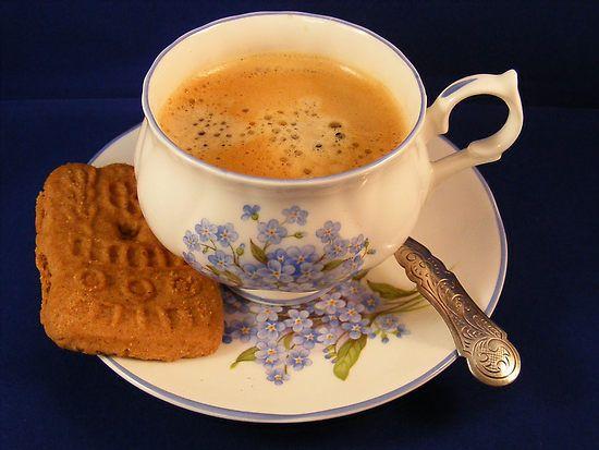 Eén koekje bij de koffie.