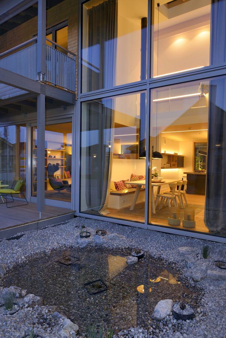 Esszimmer Mit Bodentiefen Fenstern Und Blick Auf Steingarten