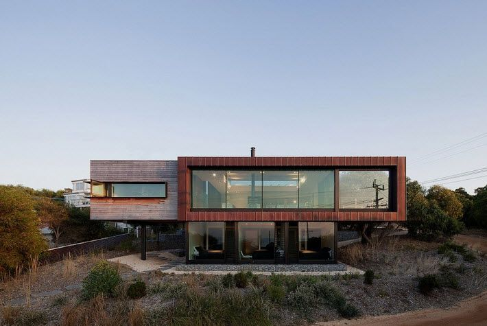 Fachada casa moderna de dos pisos en pendiente