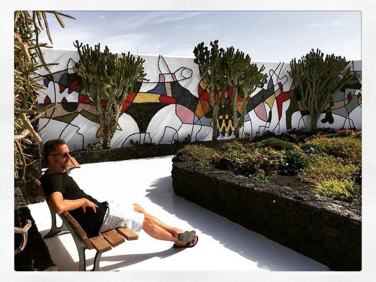 De tuin bij het huis van César Manrique een prachtig ontworpen complex midden in lavalandschap in Teguise op Lanzarote. #shotoniphone7plus #travel #travelblogger #travelgram #hipstapix #hipstagram #seetheworld  #instagram #instagood #teguise #lanzarote
