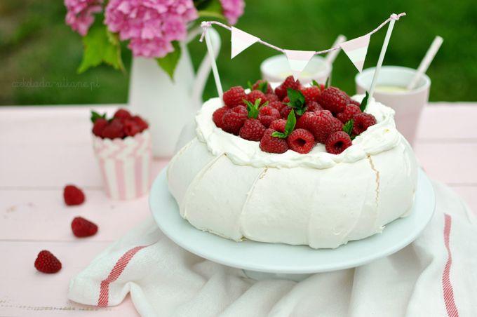 Tort Pavlova z malinami