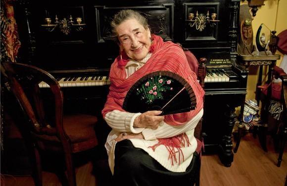 Con dolor, lamentamos comunicar el fallecimiento de Margot Loyola. Un día triste para nuestro folclor y para Chile.