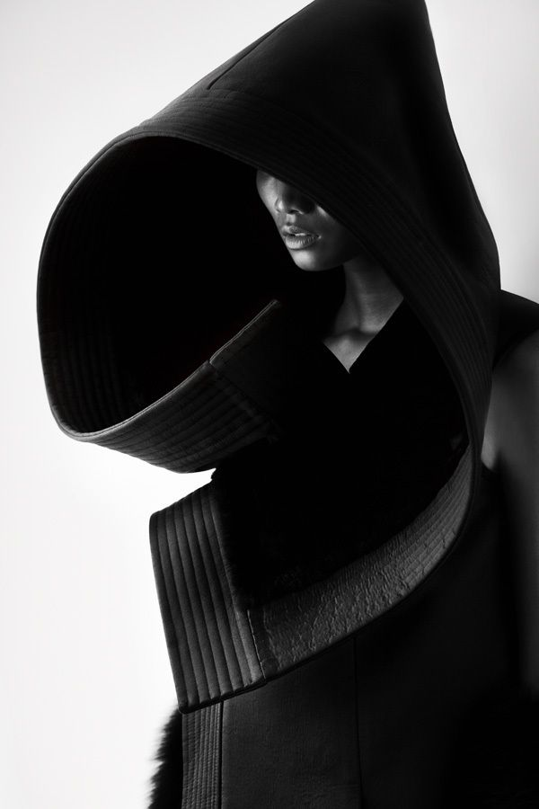 :: PHOTOGRAPHY :: inspiration for photoshoot Sunday, serious profile images, structure that is bold as well architectural. Love the simple black & white image **bold lines great side profile** Designer: Qiu Hao F/W 2011 Serpens Photographer: Matthieu Belin #photography #black&white