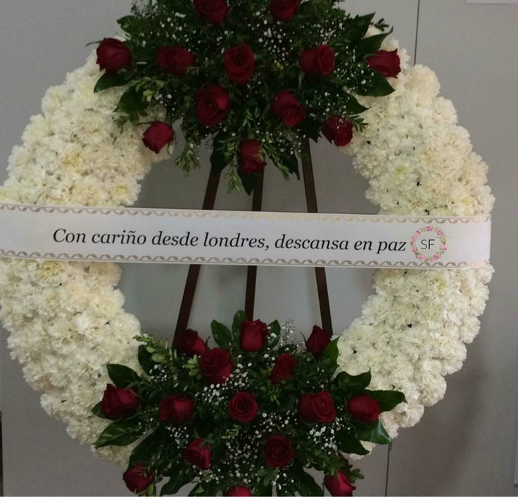 Corona para funeral ofrendada hoy en Molina del Segura, (Murcia). Gracias por su confianza https://serviflorfuneral.com/  Floristería funeraria