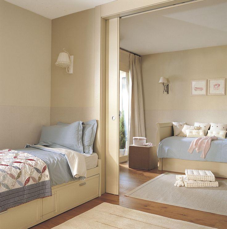 Habitación infantil con puerta corredera que separa en dos ambientes