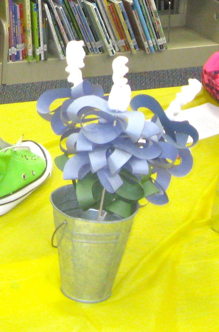 The pin junkie how to make paper bluebonnets - Librarianism Chronicles Rodeo Reading Writing And Crafts