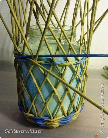 Декор предметов Новый год Плетение Фонарь-подарок из банки из под огурцов и газеты +MK Банки стеклянные Бумага газетная Трубочки бумажные фото 2