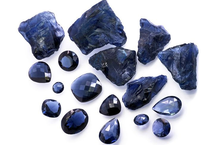 The Magic of blue sapphire perfect for your engagement ring