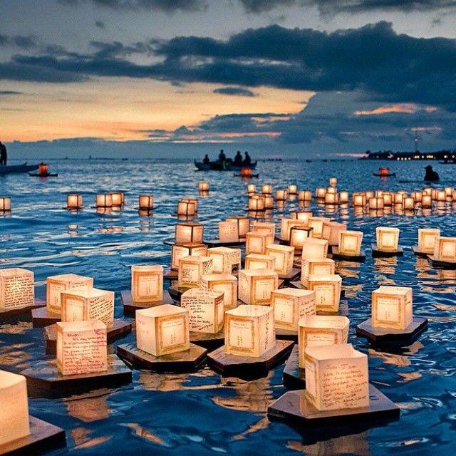 Плавающие фонарики в Гонолулу, Гавайи