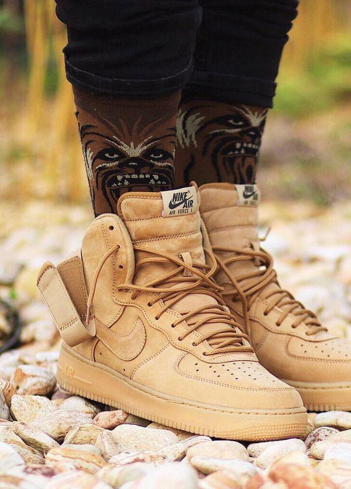 Nike Air Force 1 '07 LV8 Knöchelhohe Flachs Sneaker in