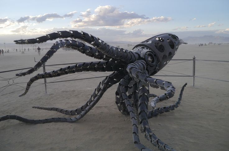 """""""tous les tentacules articulent a la manivelle"""" by TravelPod blogger marco-2010 from the entry """"BURNING MAN!!!!"""" on Sunday, August 30, 2015 in Black Rock City, United States"""