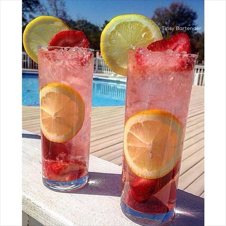 Moscato Strawberry Lemonade Cocktail - For more delicious recipes and drinks, visit us here: www.tipsybartender.com