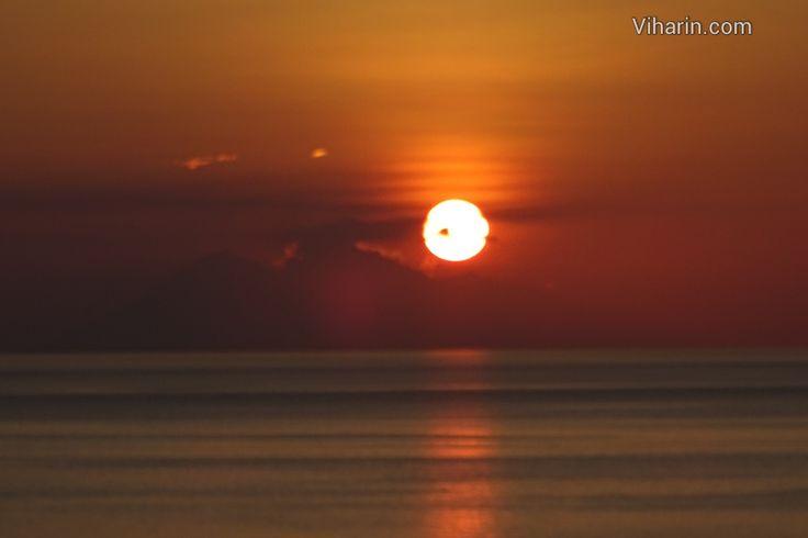 And the magic begins... #Sunset @ #Flores #Island http://www.viharin.com/beaches/sunset-flores-island-indonesia-viharin-com #tfl #tfler #travel #travelguide #TravelForGood #traveling #tourist #touristdestinations #tourism #tfls #naturelovers #natureza #naturephotography #divine #travelgram #instalike #instatag #instatravel #travelbloggers #travelphoto #photogrid #photography #wanderlust #wanderer