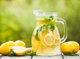 Afkoelen met deze zelfgemaakte citroenlimonade