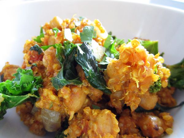 Quick & Easy Indian Curry Quinoa - Vegan, Gluten-Free, and ready in no time! #lowcarb