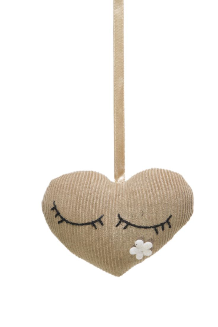 doorhanger/ kasthanger heart @ FabsWorld  #doorhanger #kasthanger #fabs world #heart #hart #corduroy #decorationideas #babyroom #inspiration #kidsroom  shop: fabsstore.com (ship world wide)