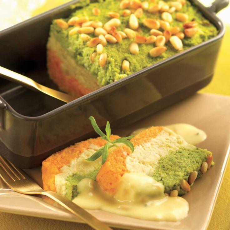 Pelez les carottes et coupez-les en rondelles épaisses.Détacher les choux en bouquets.Faites cuire les légumes à la vapeur pendant 15 minutes.Préchauffez le