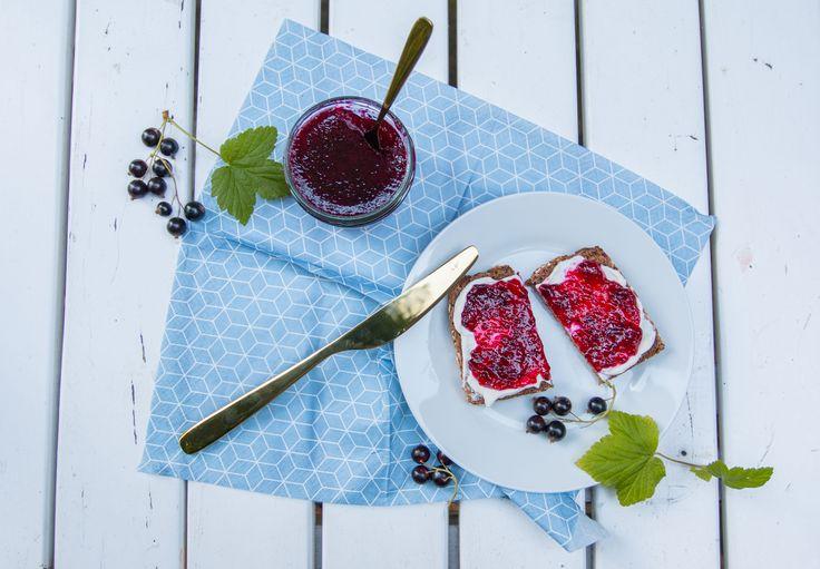 Rezept für besondere Marmelade mit Johannisbeere und Tonkabohne