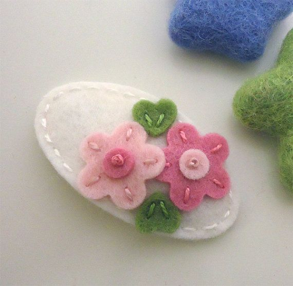 NO SLIP Wool felt hair clip -Double daisy -ecru