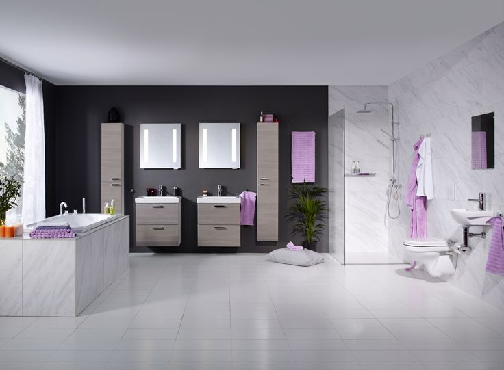 Stort och glamouröst badrum med möbler från Logic-serien - elegant och funktionellt. | GUSTAVSBERG