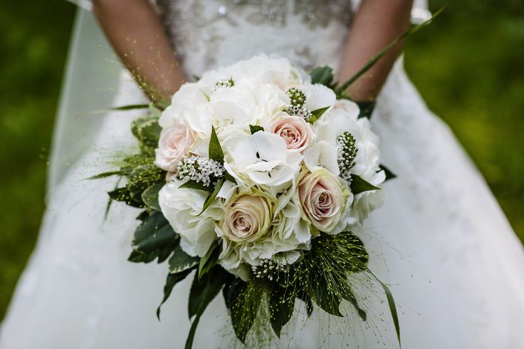 Deze bruid heeft haar jurk bij bruidsmode van Os in Alkmaar.